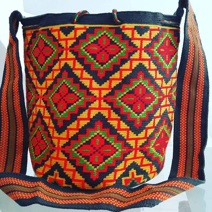 44 отметок «Нравится», 2 комментариев — Arelis Pana Epieyu (@wayuuarelispanaepieyu) в Instagram: «#wayuu #mochi #bags #carnaval #bohochic #style #crochet #handmadeincolombia #hechoamano»