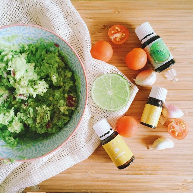 Easy guacamole for lunch today!  My recipe goes like this: smashed avo, a tsp or two of ACV, some crushed garlic, a few drops of lemon EO, a squeeze of lime juice (or a few drops of lime EO if you have no fresh limes), some red onion and a few cherry tomatoes to serve. I like eating mine with cruskits or on top of bruschetta!  Adding lemon or lime EO to your cooking and food is a great way to support your immune system! Both are immune stimulants and they are both high in antioxidants! Th...