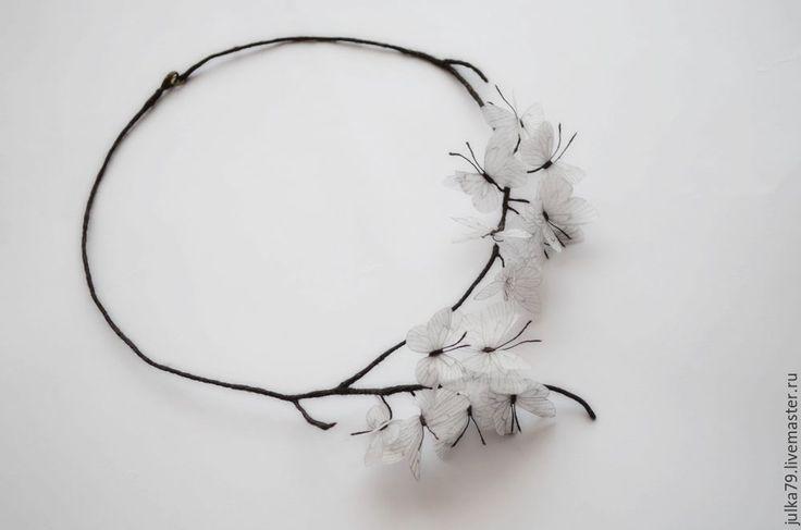 Купить Ожерелье бабочки - белый, бабочки, бабочка на шею, бабочки из ткани, бабочки на шею, ожерелье