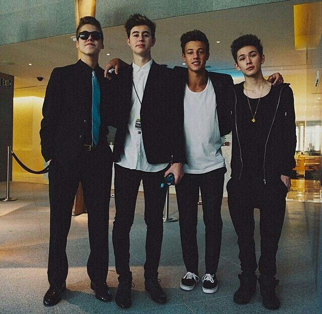 Matt Espinosa & Nash Grier & Cameron Dallas & Carter Reynolds...... Carter the shortest heyy.....:p