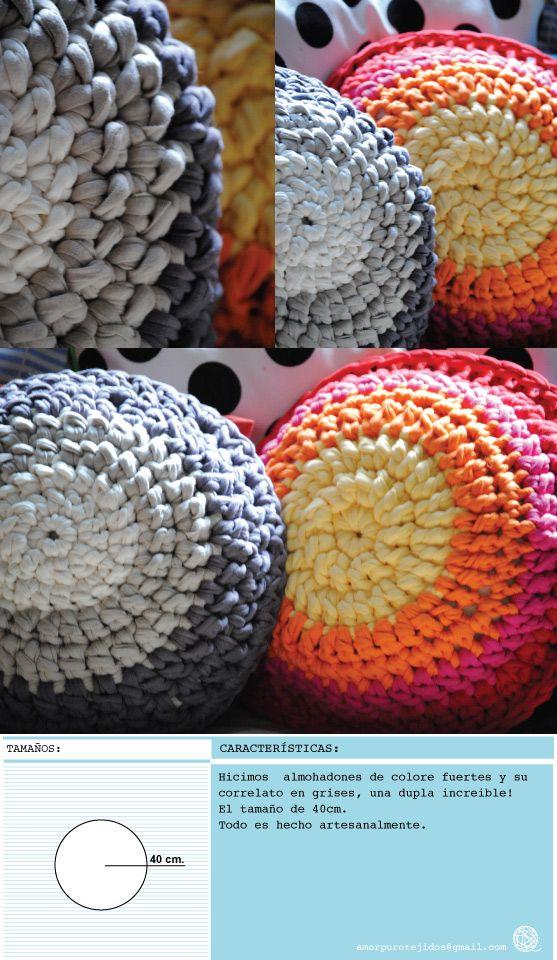 almohadones de 40 cm. redondos hecho con material reciclado