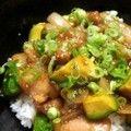 *鶏とアボカドのピリ辛照り焼き丼* by dm0808