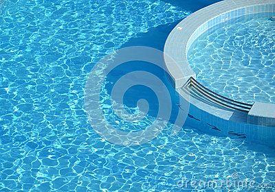 Swimming Pool Round Architecture - (C) Celia Ascenso 2016