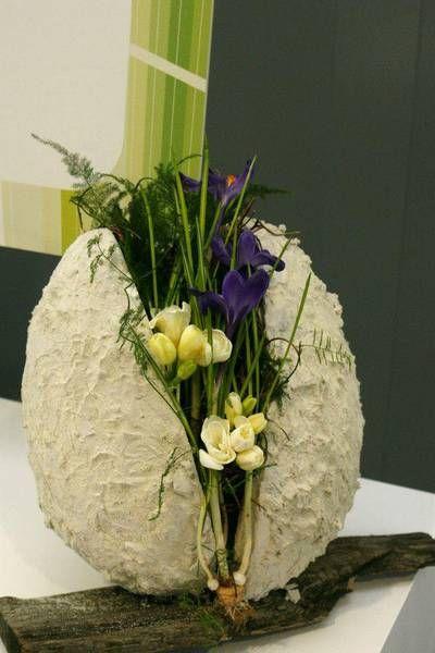 Flower arrangement in an egg | Florint: GARDENIA 2013 - Poznan (Poland)