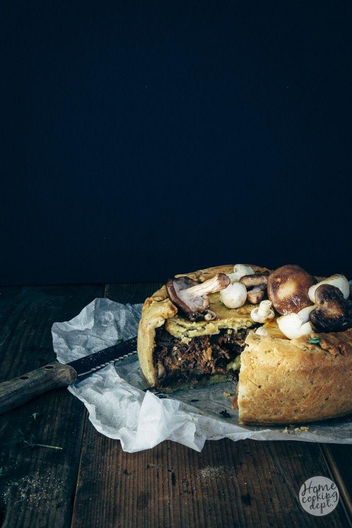 Waarom? Omdat je dit heerlijke draadjesvlees mengt met paddestoelen en als vulling gebruikt in een hartige taart! Dit draadjesvlees recept is een aanrader!