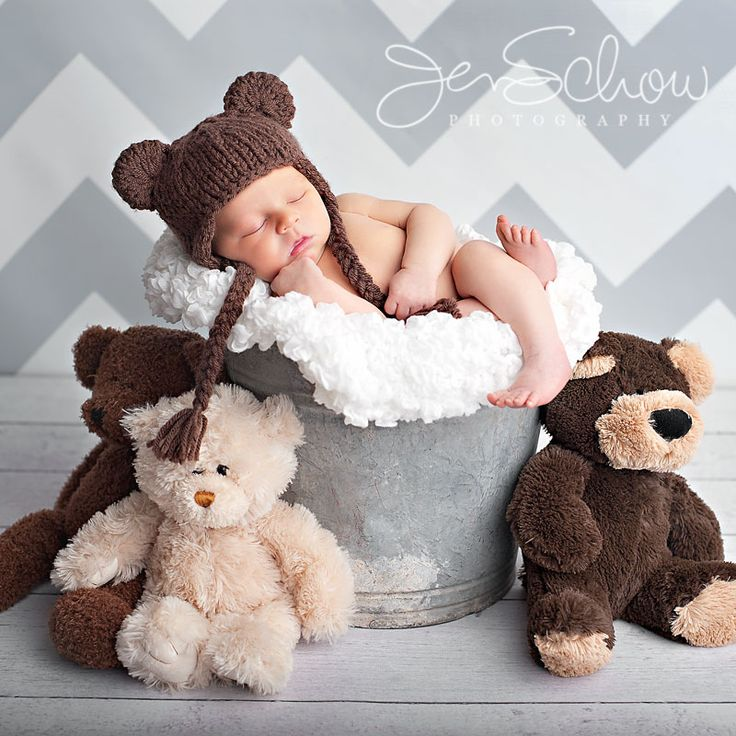 Love the bears!. Chris and I deff have a thing for bears=)! Wemust have this pic taken of our little one.