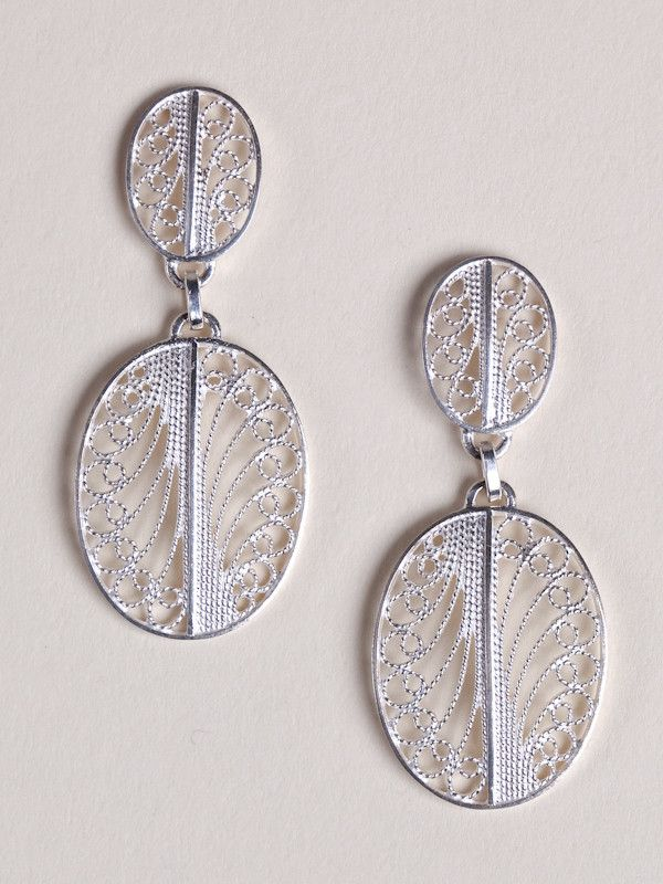 The Silver Filigree and Coral earrings are perfect for daily wear as well as for special occasions. Each earring is hand-made using centuries-old filigree techniques and .925 silver. Luis began workin
