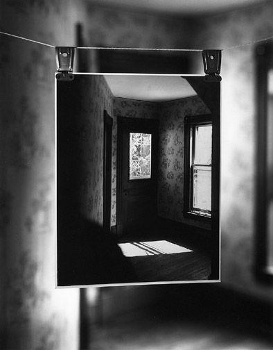 Detailfoto, oude foto geplaatst in oude of nieuwe omgeving, Een andere manier om je beelden te verwerken. Richard Koenig.