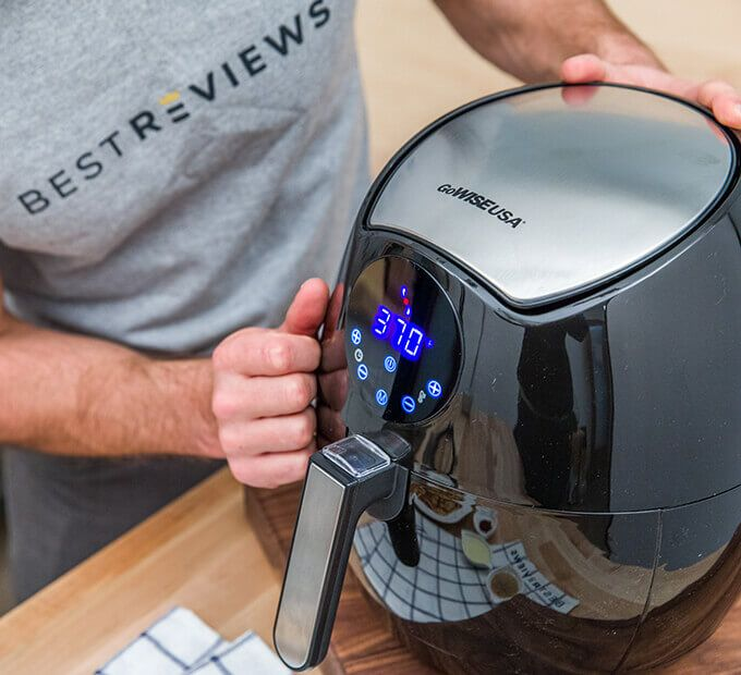 Our team of experts has selected the best air fryers out of hundreds of models. Don't buy an air fryer before reading these reviews.