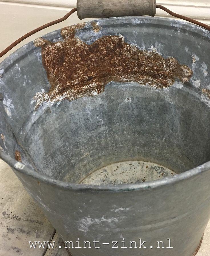 Roestige zinken emmer #rusty #sober #stoer #brocante #vintage #zinc #zink