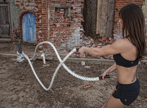 Jennifer from CrossFit Jenks using a Sportsmith Heavy Training Rope