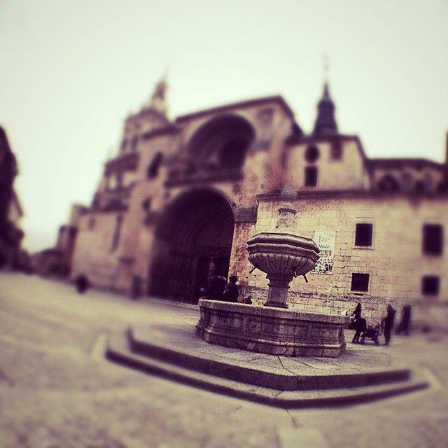 #BurgodeOsma #Soria #Comer #Cordero #OjodePez #Desenfoque #Catedral ©www.aunioncreatividad.com