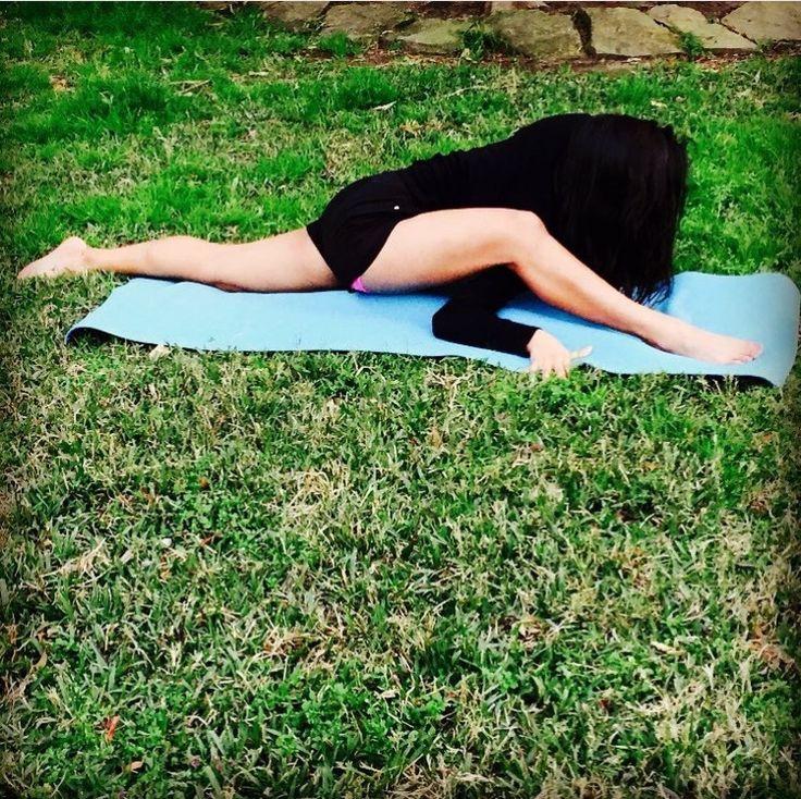 UTTHAN PRISTHASANA | LOW LIZARD VARIATION... #Asana #Namaste #YogaPlay #Yogi #YogaChallenge #Strength #YogaFlow #PracticeAndAllIsComing #IGYoga #Yoga #Flexibility #YogaEveryday #Fitness #YogaEverywhere #Balance #YogaPractice #YogaInspiration #Practice #YogaLife #CrazySexyYoga #YogaLove #Yogini #YogaJourney #SelfTaughtYogi