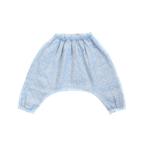 A comfy and airy harem pant, especially for babies. Made from light gray cotton gauze that gets softer and softer with washing. The relaxed and generous cut of this pant offers plenty of room for eith