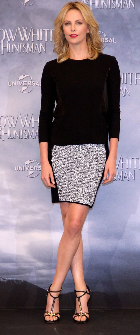 Charlize Theron in the Iris Top from Pre-Fall 2012Fold High-Baja, Celebrities Fashion, Charlize Theron, Giuseppe Zanotti, Style, Tops Negro, Dresses Up, Consejos De Moda, Alexander Wang