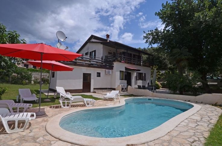 Holiday apartments with pool, next to beach in Pjescana uvala, Pula, Croatia  You can enjoy your holiday in Pjescana uvala, small lovelly village nearby Pula, with beautiful beaches. many restaurants and cafe bars next to the beach.  Every apartment has 2 sleeping room, with own kitchen and bathroom , TV , air condition, Wi Fi access, parking, barbecue..