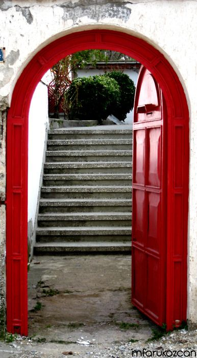 red: Red Doors, Entry Doors, Beautiful Places, Beautiful Doorway, Front Doors, Beautiful Doors, Arches Doors, Red Doorway, Red Lov