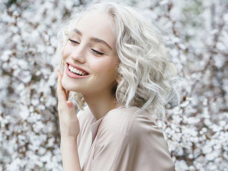 Ob im Job oder privat: Wie wir auf andere wirken, hängt oft von Kleinigkeiten ab. Hier erfahren Sie, wie man mit dem richtigen Einsatz von Parfum, Make-up und Lippenstift an Ausstrahlung gewinnt