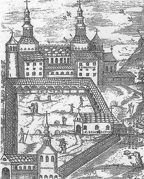 La période de splendeur de l'abbaye se situe sous le règne de Charlemagne. L'abbaye carolingienne est entièrement financée par Charlemagne lui-même. Les travaux sont engagés dès 789 ou 790 et achevés en 799. Elle serait la première à comporter un westwerk ou massif occidental. En cela, elle fait figure de précurseur et sert de modèle pour de nombreuses abbayes construites par la suite