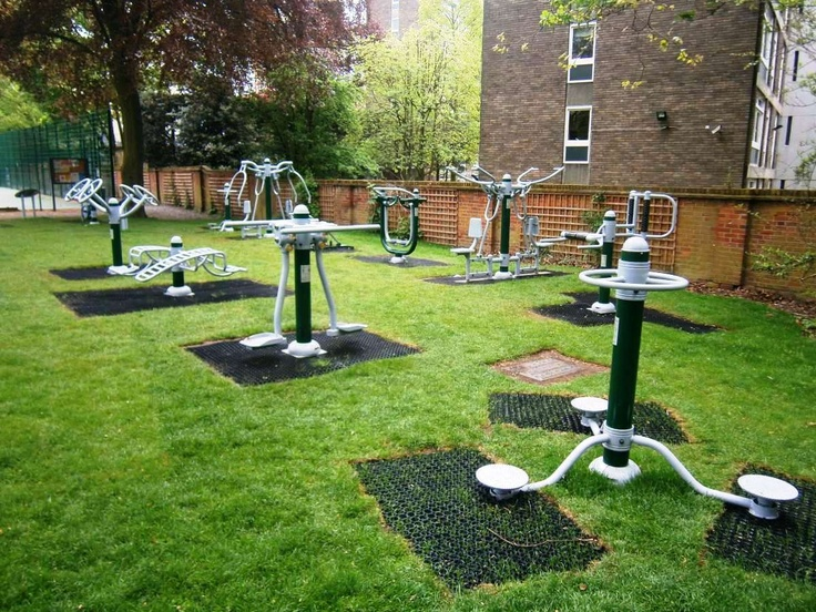Outdoor Gym Equipment in London's Holland Park. Keep fit for FREE