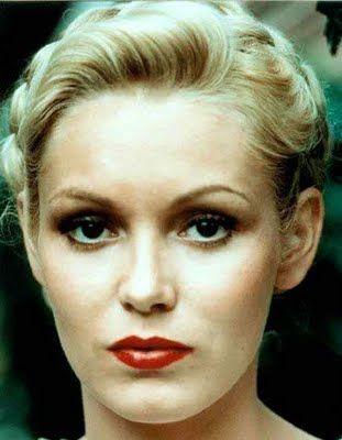 Cathy Moriarty. --    Born:  November 29, 1960 in The Bronx, New York, USA. #actress #favouriteactresses