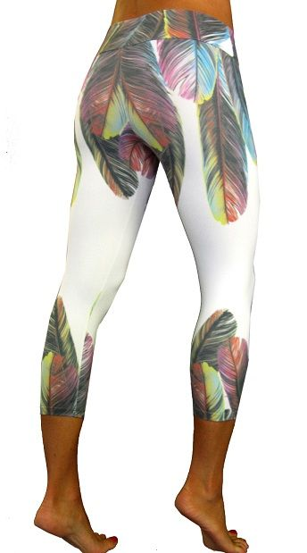 Tiempo Libre Feathers Capri Women Exercise Clothing