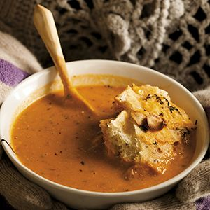 Roasted Tomato Soup with Cheddar Cheese Bread