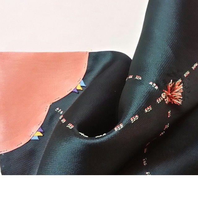 보자기 종류중 하나인 연기잣씨 장식이 있는 보자기(조각보)랍니다. #보자기 #조각보 #니들스튜디오 #embroidery #자수보자기 #자수 #프랑스자수 #연기#잣씨장식#세땀상침