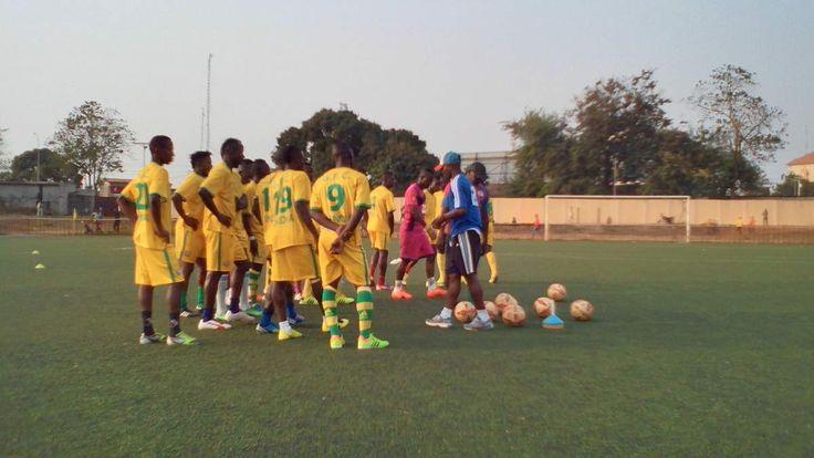 Séance d'entrainement du FC au stade annexe du 28 Septembre face à la Flamme Olympique Macht de rattrapage pour d'autre et d'autre de classement. Le 11ème et le 3ème de la Ligue 1 professionnelle guinéene se tordent de douleur chacun, c'est seulement...