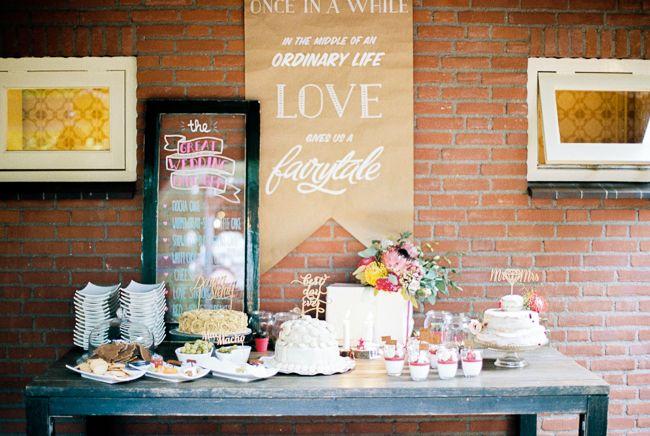 Een hele tafel vol lekkers. //Foto: Hanke van Arkenbout.
