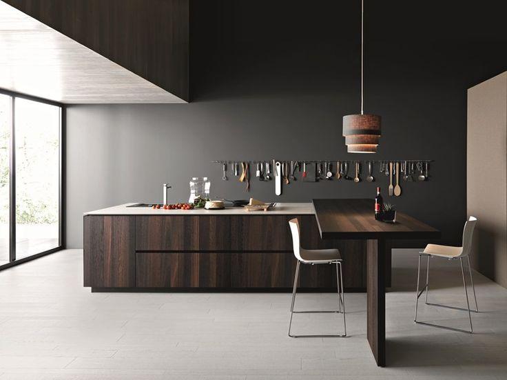 Cocina de madera con isla ELLE 03 by Cesar Arredamenti | diseño Gian Vittorio Plazzogna