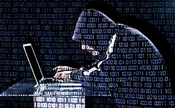Aunque la mayor parte de las infecciones están llegando a través de los grupos de WhatsApp, otra vía que usan los delincuentes es el correo electrónico para difundir sus fraudes. Uno de los más recientes, un mail en el que se hacían pasar por El Corte Inglés para hacerse con nuestros datos. Te explicamos cómo reconocer un fraude por correo electrónico para que no sufras un engaño de este tipo.Pon...