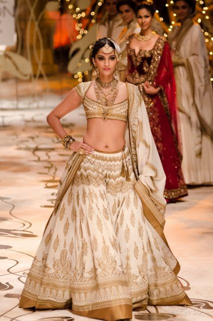 @SonamAKapoor as Show Stopper for http://www.RohitBal.com/ at India #BridalFashion Week 2013 The Mulmul (Velvet) Masquerade