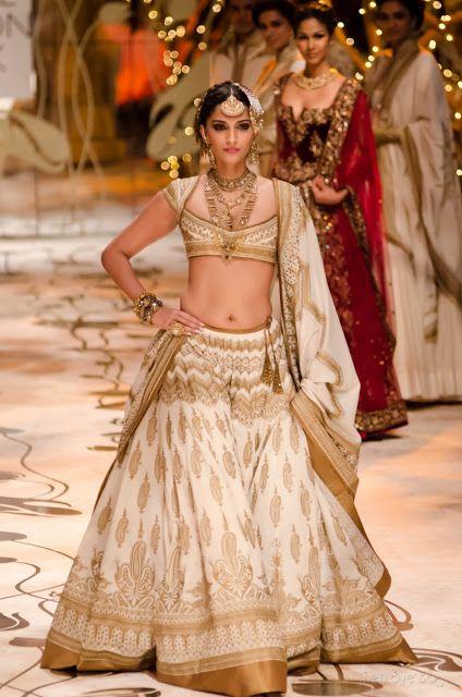 @SonamAKapoor as Show Stopper for http://www.RohitBal.com/ at India #BridalFashion Week 2013 The Mulmul (Velvet) Masquerade