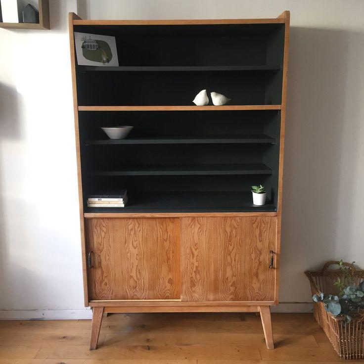 Edmond est un ancien secrétaire vintage aux pieds compas transformé en bibliothèque, meuble de rangement. La partie supérieure se compose de 3 étag...