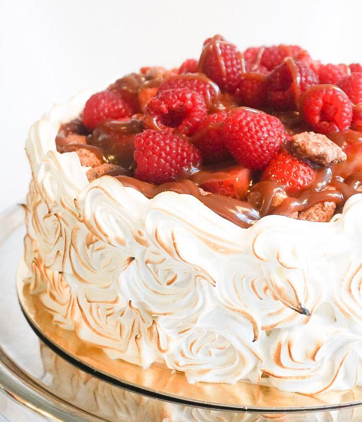 Tårta med hallon, kola och brända mandlar – Tessan Bakar