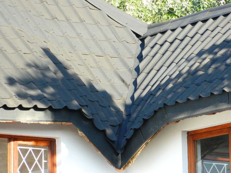 Onduvilla tiles are flexible which makes them an ideal solution for the conversion of thatched roofs which tend to have shapely curves and contours in their designs