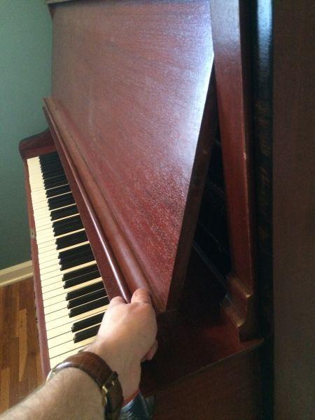 Alles, was Sie schon immer über das Zerlegen eines Klaviers wissen wollten