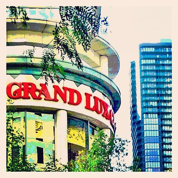 Grand Lux Cafe Chicago History