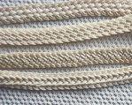 Ingewikkelde vlechten van touw/katoen. Leuk voor bv. handgrepen