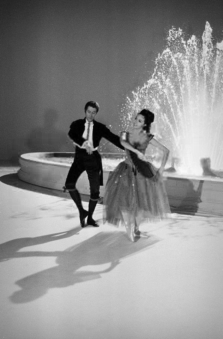 """11 апреля 1968 год, Париж. Мишель Мерсье и Жак Шазо на записи телешоу """"На цыпочках""""."""