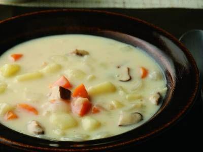土井 善晴 さんのじゃがいもを使った「秋野菜のミルクシチュー」。具は野菜だけ。肉もブイヨンも加えないのに、うまみたっぷり。ご飯にもパンにもよく合い、朝のみそ汁代わりにもなるやさしい味ですよ。 NHK「きょうの料理」で放送された料理レシピや献立が満載。