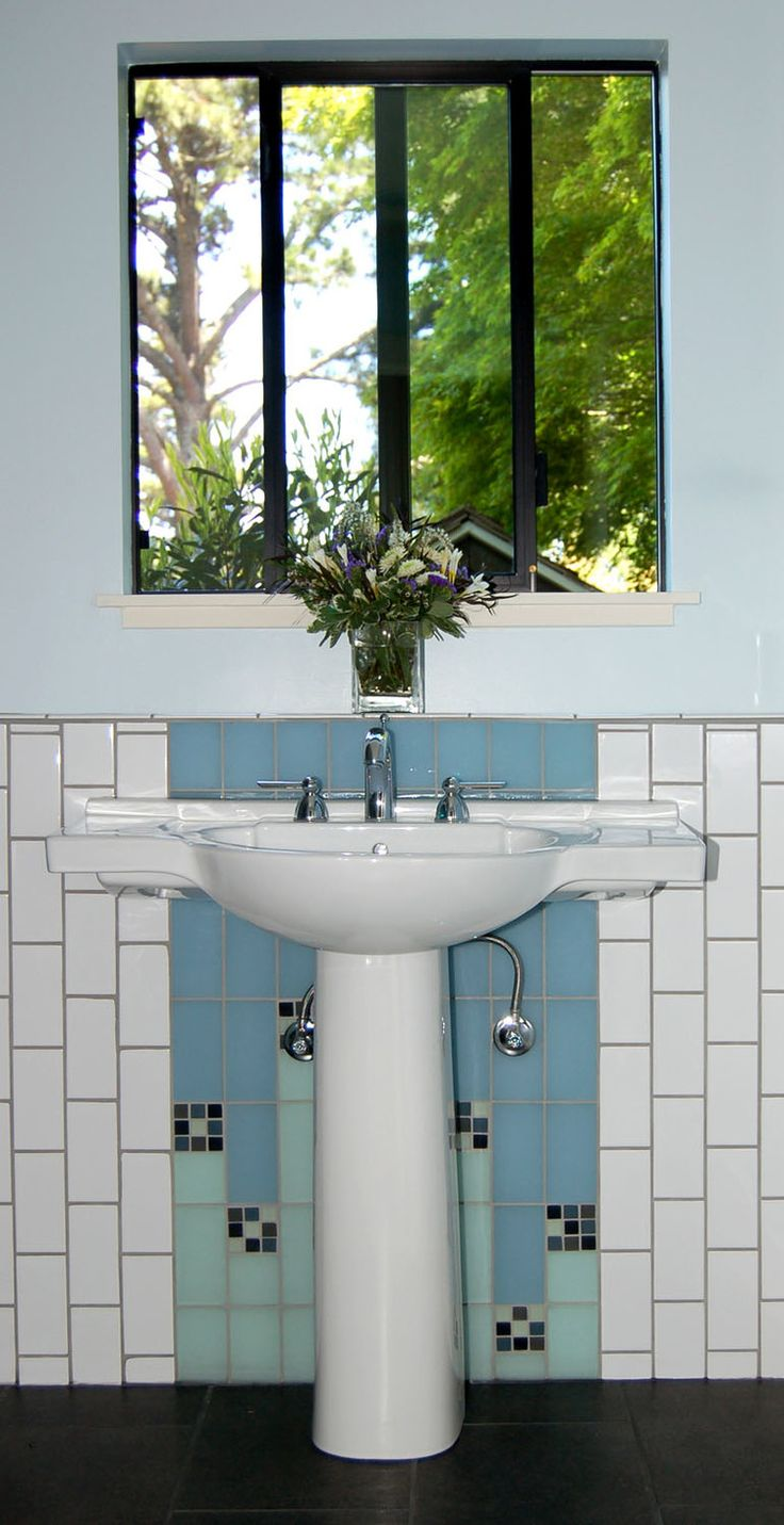 Pedestal Sink With Counter Space : Pedestal sink with extra counter space. Bathroom Remodel Pinterest ...