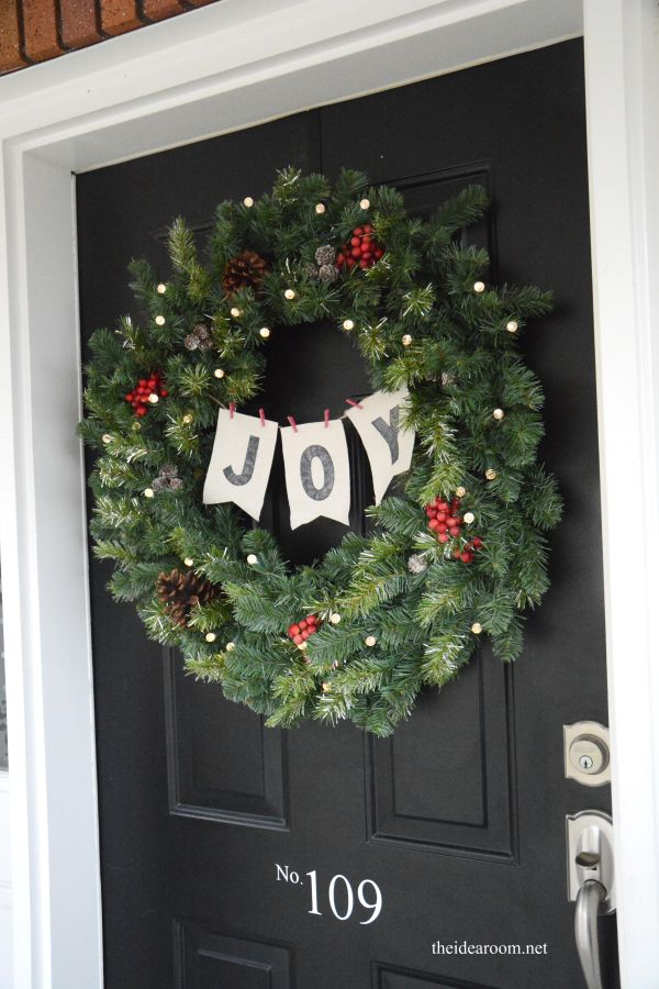 DIY Joy Wreath from @theidearoom | DIY Christmas Wreath
