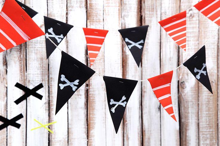 Wimpelkette für den Piratengeburtstag. • Umsetzung und Foto: Thordis Rüggeberg
