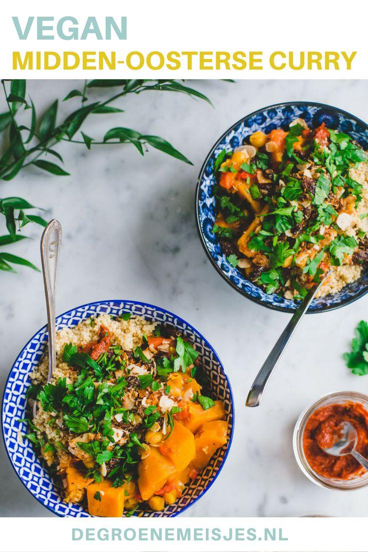 Makkelijke vegan Midden-Oosterse curry met zoete aardappel, romige couscous, geroosterde kokos en rozijnen
