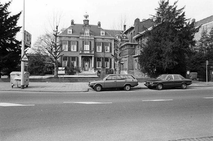 De Walenburgerweg in 1984, het voormalig klooster (sanatorium) Oud-Walenburg.