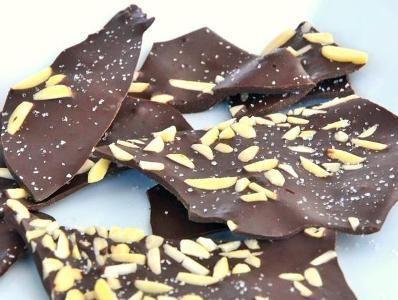 Poti incerca sa faci aceste cipsuri de ciocolata. Sunt foarte simplu de facut, sunt de mare efect