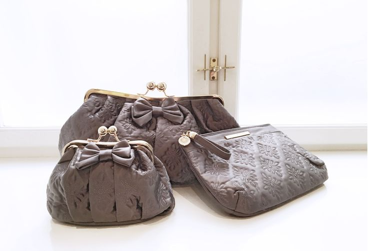 Grey elegance! Lovely cosmetic bags from Molly Marais.
