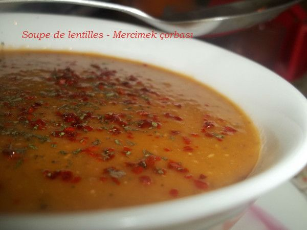 Mercimek çorbasi c'est dans les menus d'une grande partie des restaurants d'Istanbul ,c'est une des soupes les plus connues et les plus consommées en Turquie.... à base de lentille je dirai que c'est une des meilleure que j'ai eu la chance de gouter........